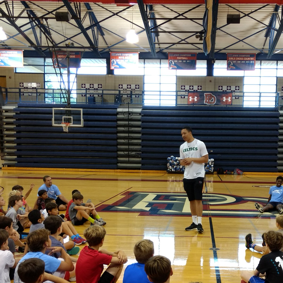 """Welcome Home Grant Williams! Great message for our young and older Chargers alike. """"Respect and listen to your coaches, always thank your parents and surround yourself with good people."""" @suefitzgerald1 #pdschargers #alwaysACharger"""