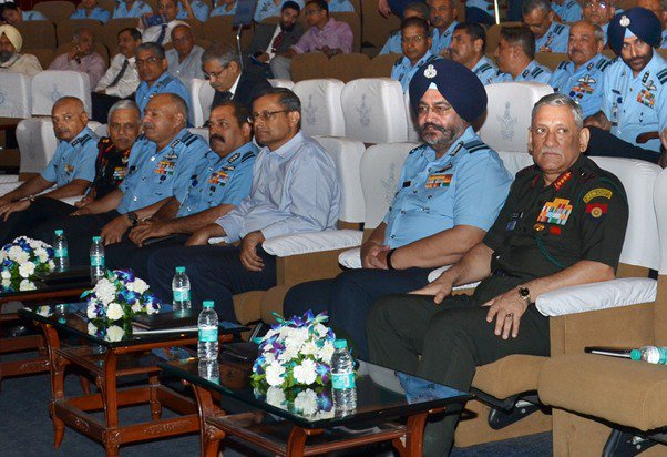 #RememberingKargil: The seminar was attended by #COAS, Gen Bipin Rawat, Defence Secretary, Mr Sanjay Mitra, a large number of veterans and personnel from the sister services.