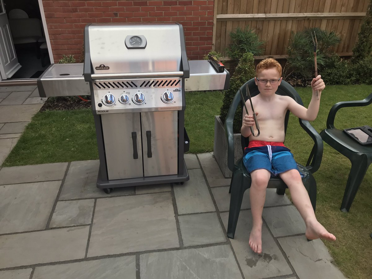 @RGrosjean My 7 year old son Jacob copying your BBQ pose 😂👍 he'd love a retweet