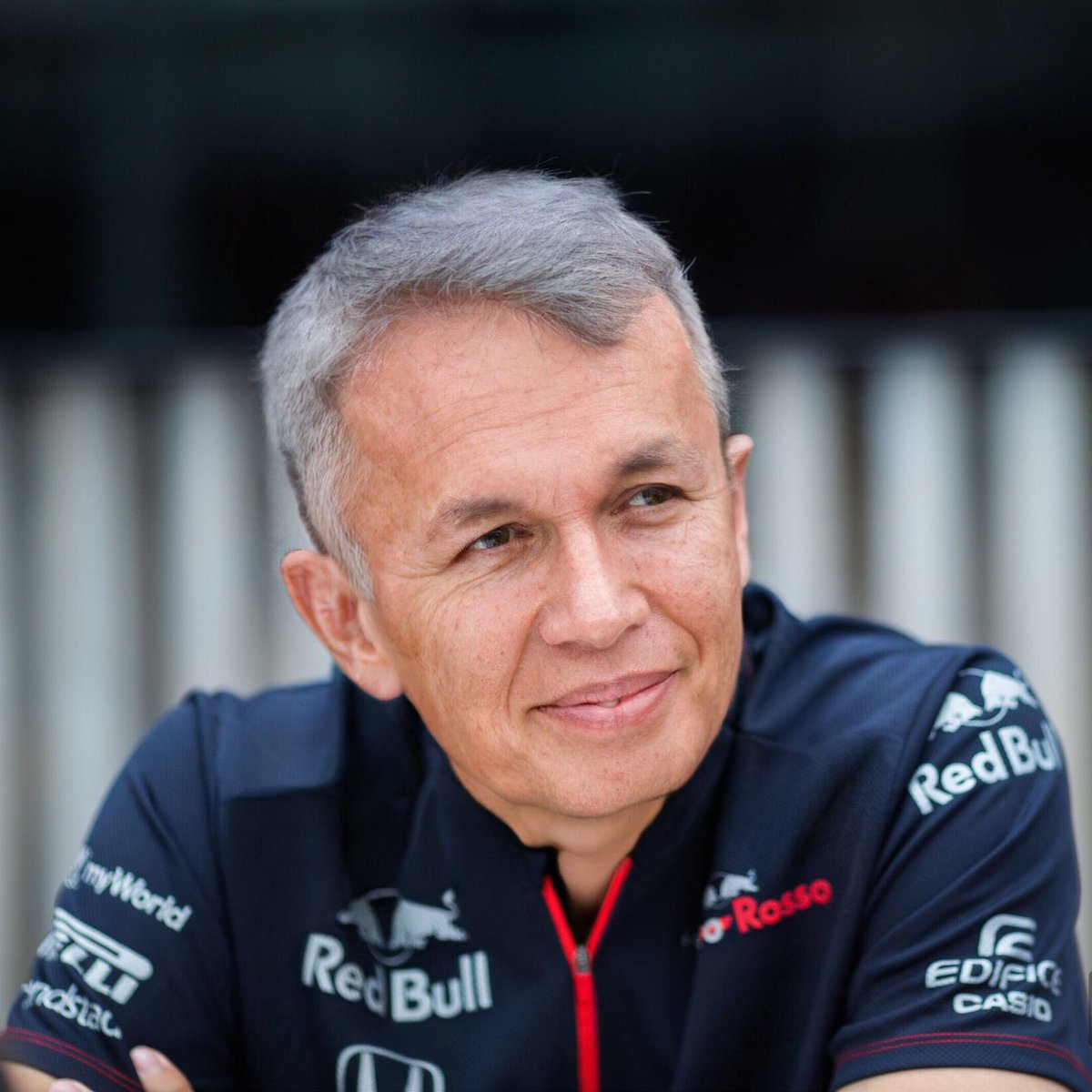 .@alex_albon tried to look interested, but another three-part question about tyre degradation seemed to have been going on forever.⁣ #ToroRosso #FaceApp