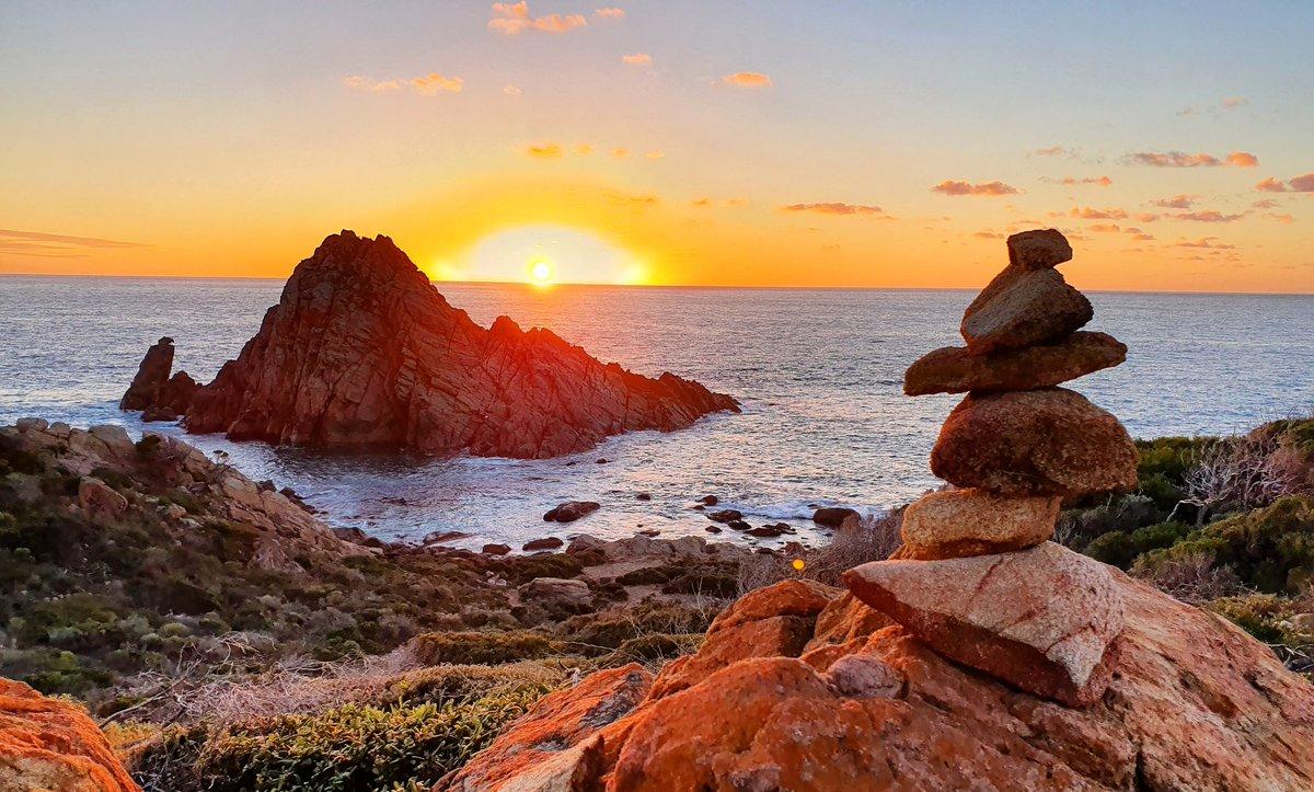 Tonight's #sunset at #SugarloafRock (Naturaliste, WA) 😊🌅  #holiday #wa #westernaustralia #australia #outdoors #justanotherdayinWA – at Sugarloaf Rock