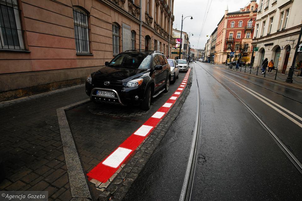 Może Ty widzisz zdjęcie ulicy w Krakowie, ja widzę coś zupełnie innego. 😎😉   #ElevenF1 #WtorekBezF1 #TakTrochęSięNudzę #AleBardzoNie #NieszkodliwyPrześmiewca