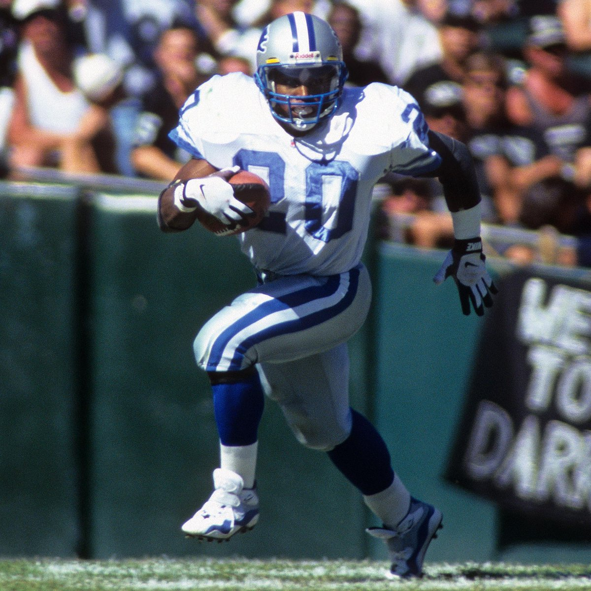 10x Pro Bowler.  10x All-Pro.  No. 3 on the all-time rushing list.  HAPPY BIRTHDAY legendary RB @BarrySanders! 🎉🎂