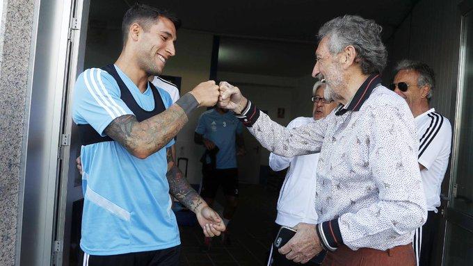 Hugo Mallo saludando a Carlos Mouriño (Foto: RCCV).