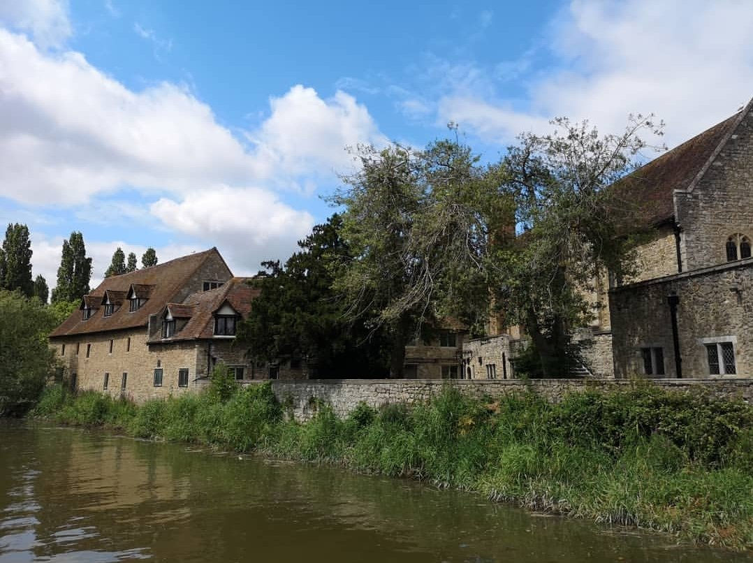 This lovely series of buildings is the back of The Friars in Aylesford: https://www.instagram.com/p/Bz-eSoOlsG-/?igshid=1ih3kfqkgs9l9… #TravelTuesday #TuesdayThoughts #boatlife #Kent #boating #medway