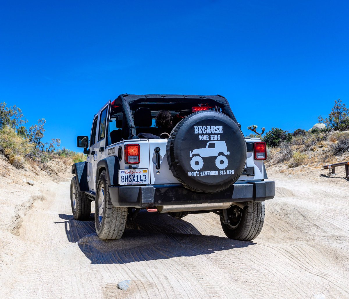 Tushie Tuesdays!!!! This is how a Jeep scratch's her left cheek 😁  __O|||||||O__ #TushieTuesday #JoshuaTree #JTree #ExploreMore #JeepNation #JeepBeef #JeepLove #JeepJK #JKUSquad #JeepFamily #ItsAJeepThing #Jeepin