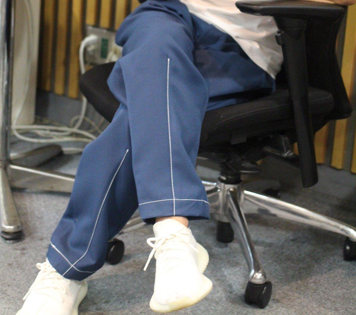 井口さん…身長低い人に太いズボンを贈るのは、君が思っているより結構、酷だ… 調子良い日はギリ155cmの低身長族より #着こなせねぇよ #良く寝た日は155cmのハズ #99ANN #井口理ANN0 #KingGnu #井口理 https://t.co/GN6Gi2jNUD