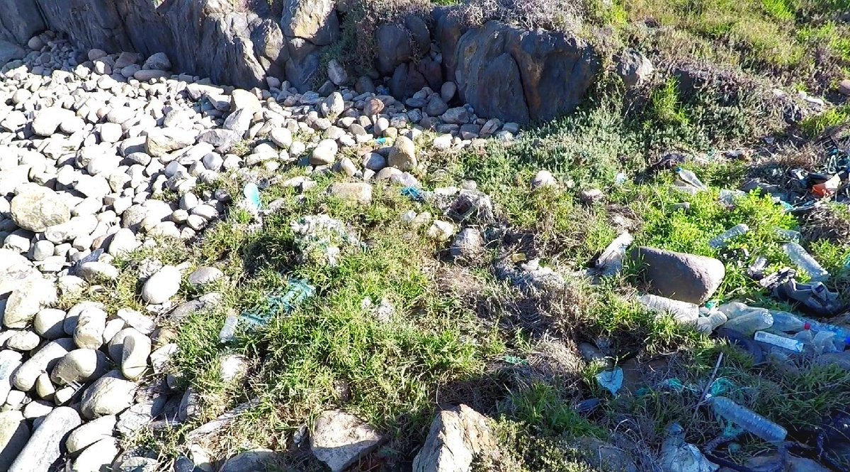 The #StrandloperProject coastal expedition mapped #plasticpollution and #fishing debris in the #GardenRoute. #ghostfishing #PlasticFreeJuly #littertraceproject  http://strandloperproject.org/coastalhike.html…