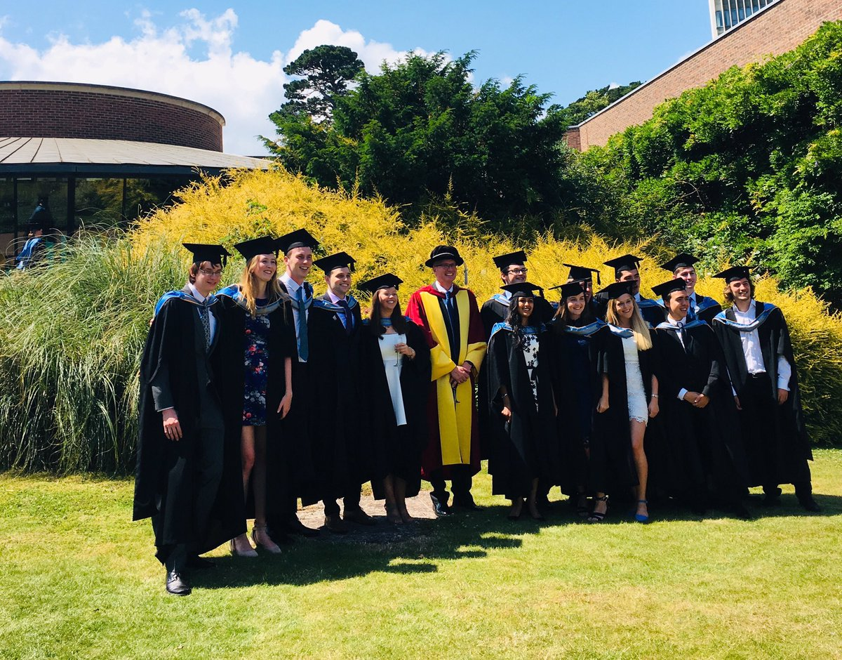 A wonderful day yesterday, and here are our fabulous MSci graduates! @uoealumni @CLESUniofExeter @CollegeofEMPS