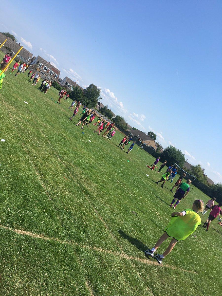 The afternoon has begun @Y3Redgate @Y4Redgate @Y5Redgate @Y6Redgate #football #teamwork #skills @Lionesses