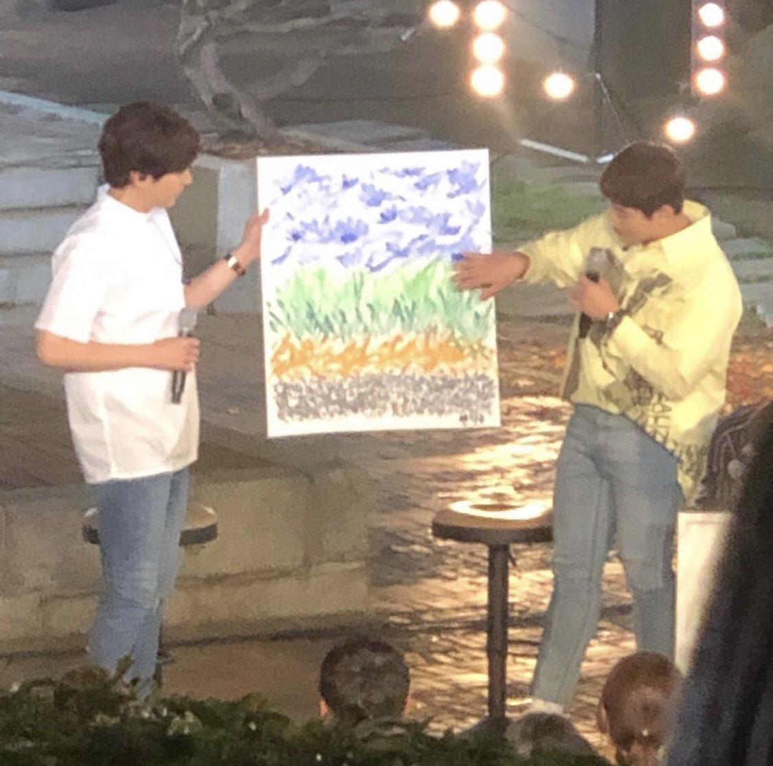"""[INFO] 190716 #Kyuhyun esta grabando junto a #Ryeowook, en su nuevo show!!  Wook esta siendo parte de un nuevo show """"Neighborhood album"""", y en esta ocasión Kyu lo esta acompañando☺  🔹Cr:miran.joo @GaemGyu @SJofficial #SUPERJUNIOR   *Que lindo! BabyKyu apoyando a Wookie! 👏💙😍"""