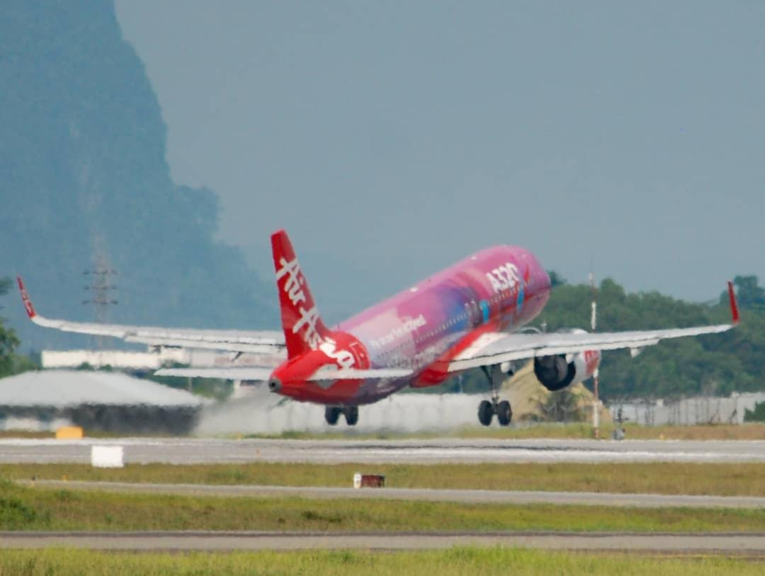 ©️🇲🇾AirAsia 🆔9M-NEO ✈️Airbus A320-251N(SL) ✈️AK5203 KCH-KUL 🛬Kuching International Airport-WBGG 📅09 JULY 2019 0919 @airasia @MY_Airports . #AirAsia #Airbus320 #AK5203 #9MNEO #airbusboeingaviation #airbus #cfmleap #kuchinginternationalairport #malaysiaairport #avgeek – at Kuching International Airport (KCH)