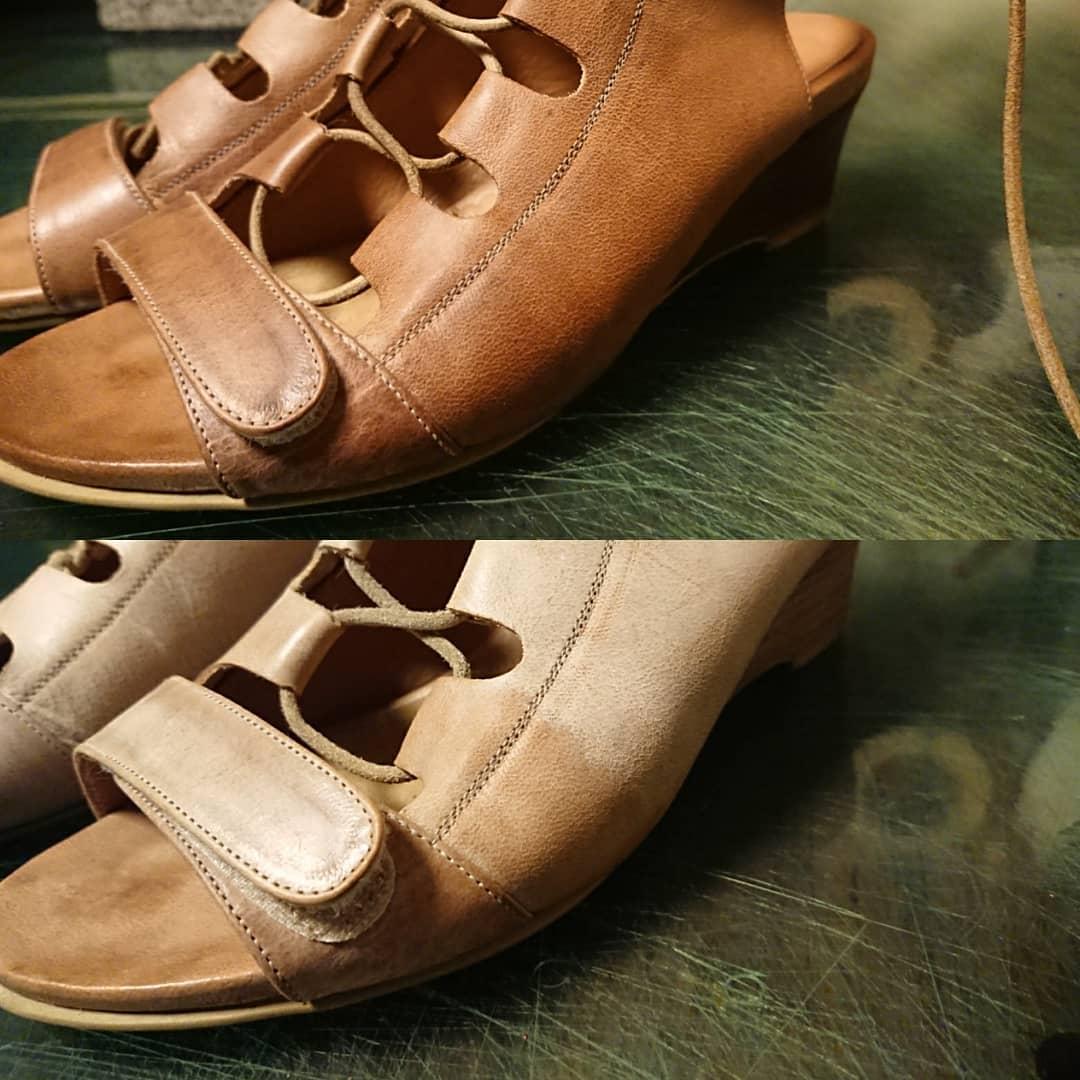 サンダルに出来たシミの補修。 左右で色味が変わらないように気を付けて作業します。 積み革のヒールを見るとついつい磨いてしまいます。 #chelsealeatherartwork #オーダー承ります #オーダー受付中 #革製品 #靴の手入れ #靴の修理 #靴のリペア