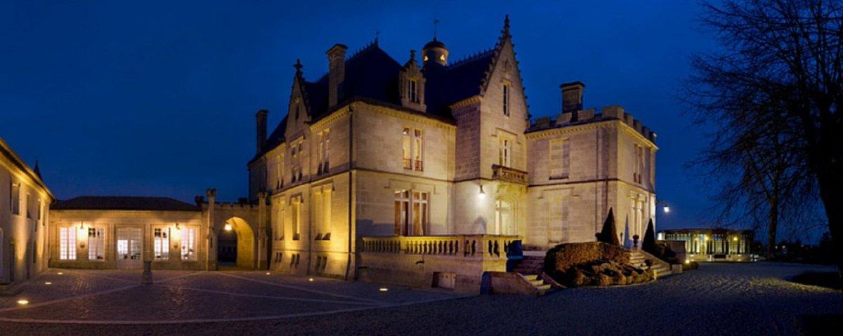 Tout l'été @bordeauxvisite propose de mener une enquête inédite au cœur de 5 domaines viticoles de la région. Après le Château Malescasse, l'aventure recommence ce mardi 16 juillet, dans le sublime écrin du Château Pape Clément à Pessac ! @bernardmagrez https://t.co/7W0vK8OaEQ https://t.co/3vpJ2E8QM0