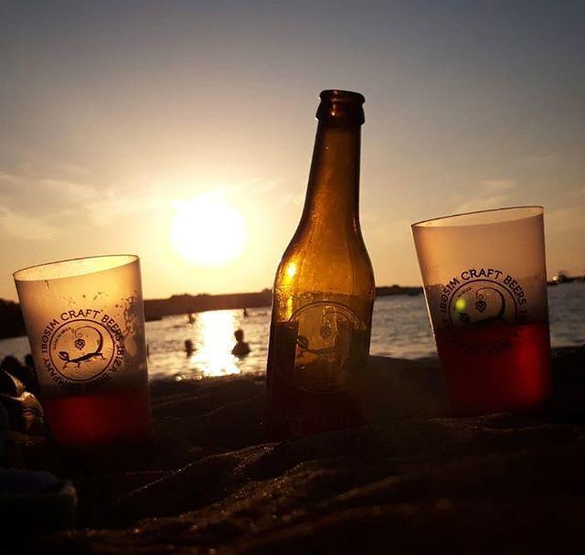 Así son las puestas de sol de Port des Torrent. A sólo 100 metros de Ibosim Brewhouse. - - - #ibiza #sunset #ibosim #portdestorrent #summer #ibosimcraftbeer #ibizabeer #thebeerofibiza #puestadesol https://ift.tt/2k3rlWk