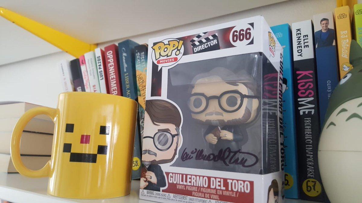 Y bien, yo les recomiendo que vayan al link que les dejé acá arriba, porque este #MartesDeMonstruos, tengo un Funko de Guillermo del Toro firmado por él. Estén atentos porque habrá dinámica 😏
