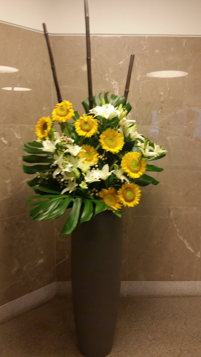 The lobby at the Equity building today has this beautiful summery floral arrangement which made me think of @MarinMazzie immediately with all those bright sunflowers posting for @JasonDanieley and all to enjoy.<br>http://pic.twitter.com/IVuDXukgwM