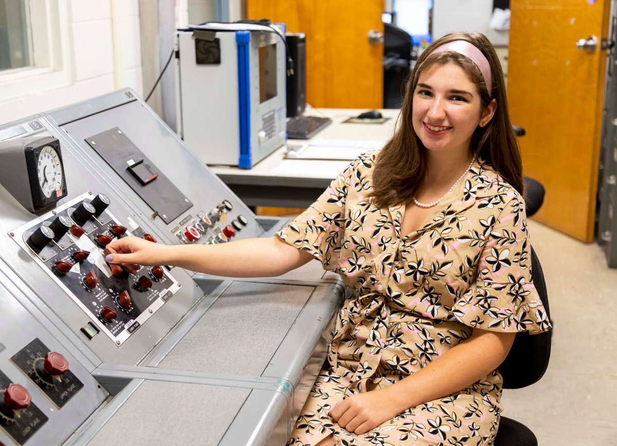 Our @NASAInterns are getting into the #Apollo50th spirit today! NSROC Intern Victoria Wyatt dressed up as a 1960s flight controller. Today, this Apollo-era console is used to balance sounding rocket payloads 🚀