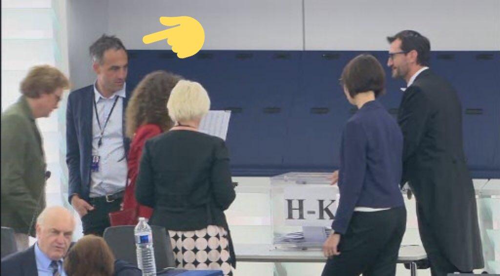 Raphaël Gluksman philosophe/scrutateur/gardien d'urne pour l'élection à la présidence de la Commission 😉 #vonderLeyen #election