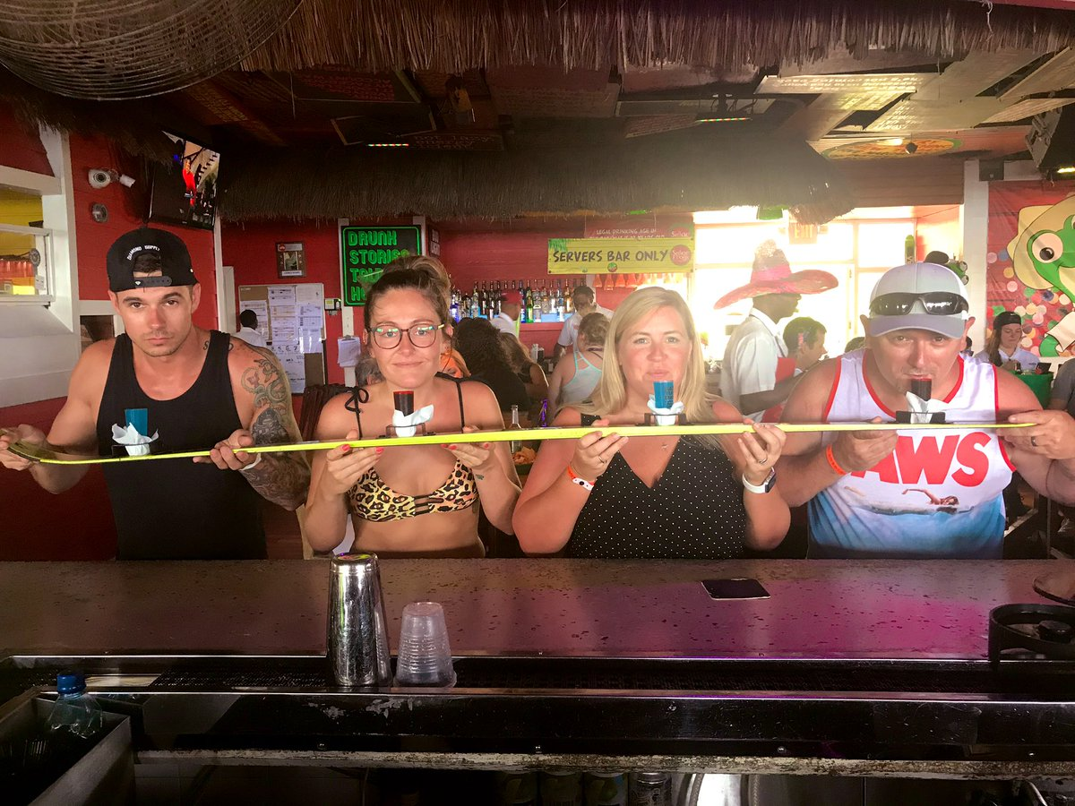Señor Frogs: 1 | Us: 0 🐸🍹 #shotski (don't mind my derp face) @SGbrandoo
