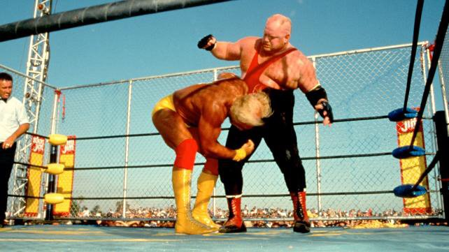 On this day in wrestling history: July 16, 1995  WCW presents Bash at the Beach  Featuring   Hulk Hogan vs Vader in a STEEL CAGE  And  Macho Man Randy Savage vs Ric Flair <br>http://pic.twitter.com/8HDWDMtMB7