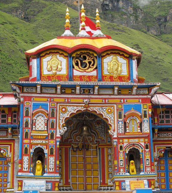 #BIGNEWS: Portals of #Badrinath temple in #Uttarakhand have been closed till 4:40 am, due to #LunarEclipse .