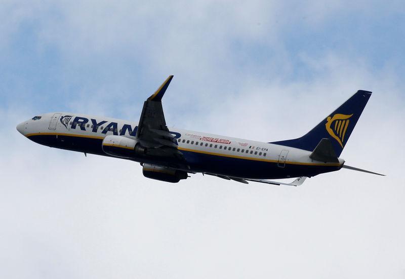 #Ryanair reduce a la mitad los planes de crecimiento para 2020 ante retrasos de #BoeingMAX Vía @ReutersLatam https://reut.rs/2jLSbBX