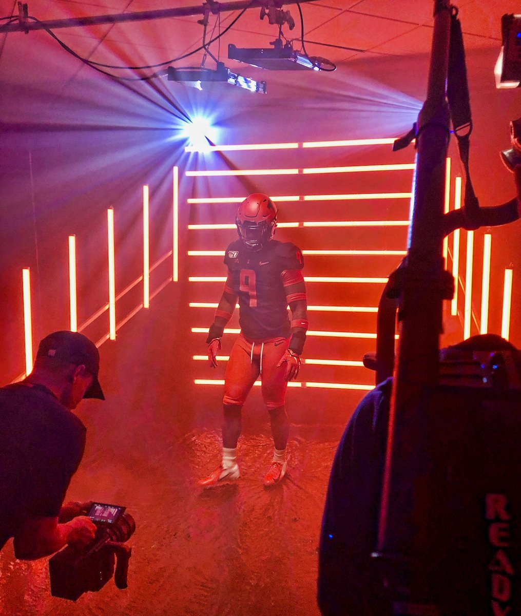 Video shoot was lit, literally.   #Illini x #JointheFight  <br>http://pic.twitter.com/7flFyS4SuG