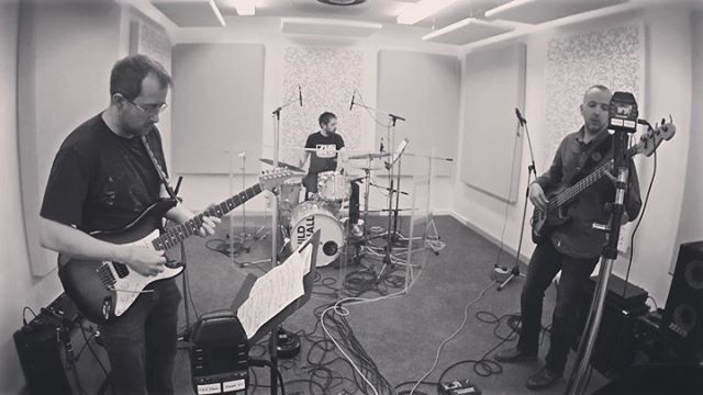 New project called #equalmeasures I am doing with the amazing @julesjacksonmusic and @tommyemmerton Lots of fun! 😊 🥁 • • • #jazz #fusion #groove #oddtimes #drumnerd https://ift.tt/2jMytWJ