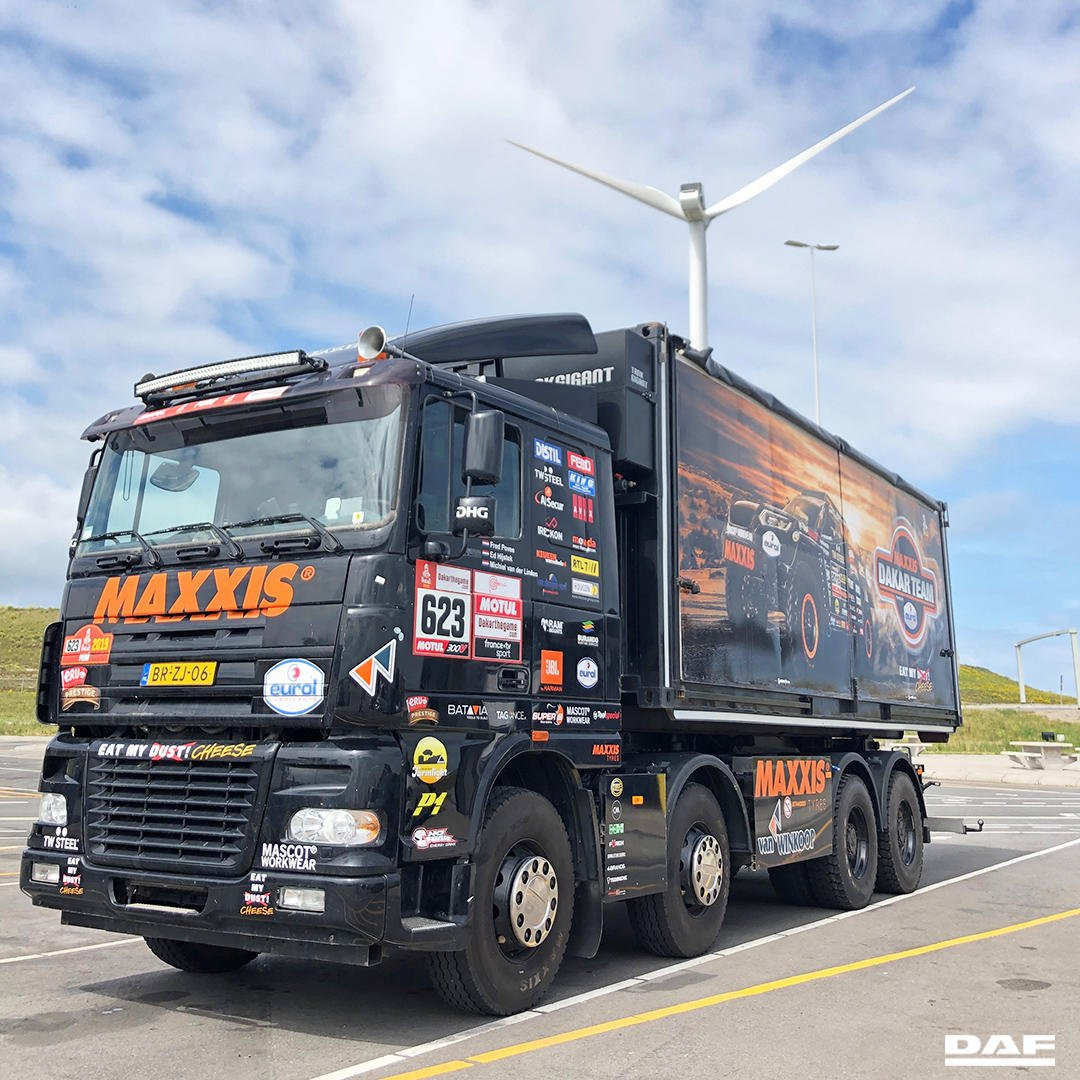 Bold and tough, this DAF 95XF 480!   It's a DAKAR Rally service truck for Dutch brother's @TimCoronel and @TomCoronel. It gives room to three people and has a complete workshop: including parts, materials and...coffee <br>http://pic.twitter.com/SwyehaSu3O