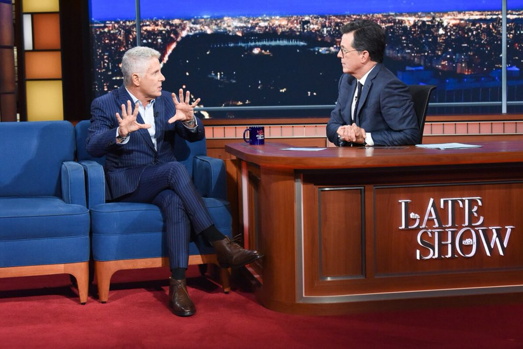 Hanging with this guy tonite at 11:35pm ET on @CBS .. Summer BBQ Recipes and Home Decor Tips @colbertlateshow @StephenAtHome https://t.co/lpuYRqQGVV
