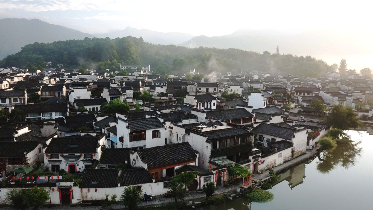 The architecture & carvings of Hongcun residences dating back to the Ming and Qing Dynasties are said to be among the best of their kind in China. Together with Xidi, the village became a @UNESCO World Heritage Site in 2000. #FlyOver