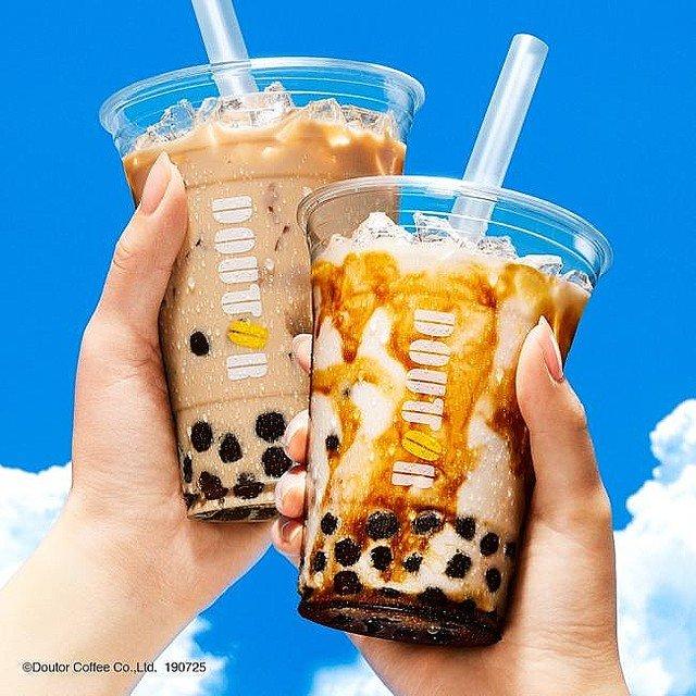 【25日から】ドトールにタピオカドリンク登場「黒糖ミルク」と「ロイヤルミルクティー」の2種類。黒糖ミルクは沖縄産黒糖を使用、ミルクティーは通常よりミルク感がアップしています。