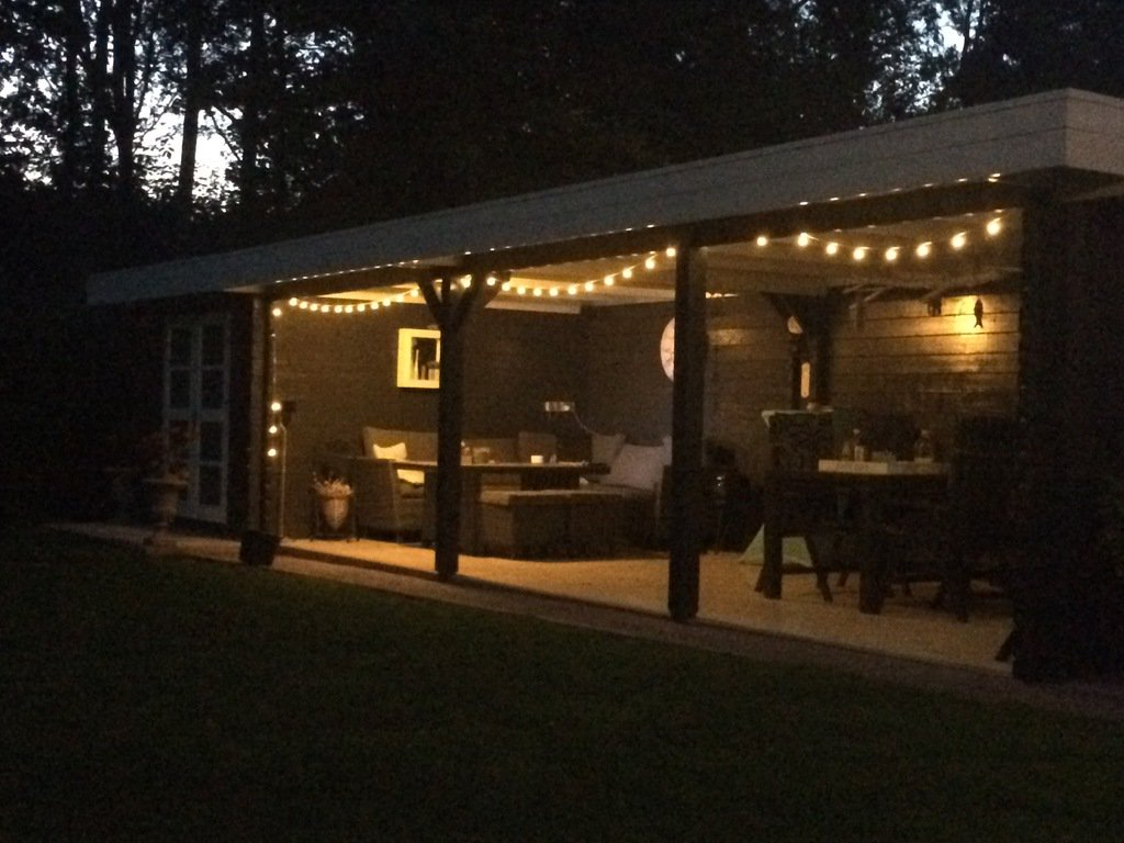 July 17, 2019 at 12:01AM: NightTime onder de veranda. #nighttime #veranda