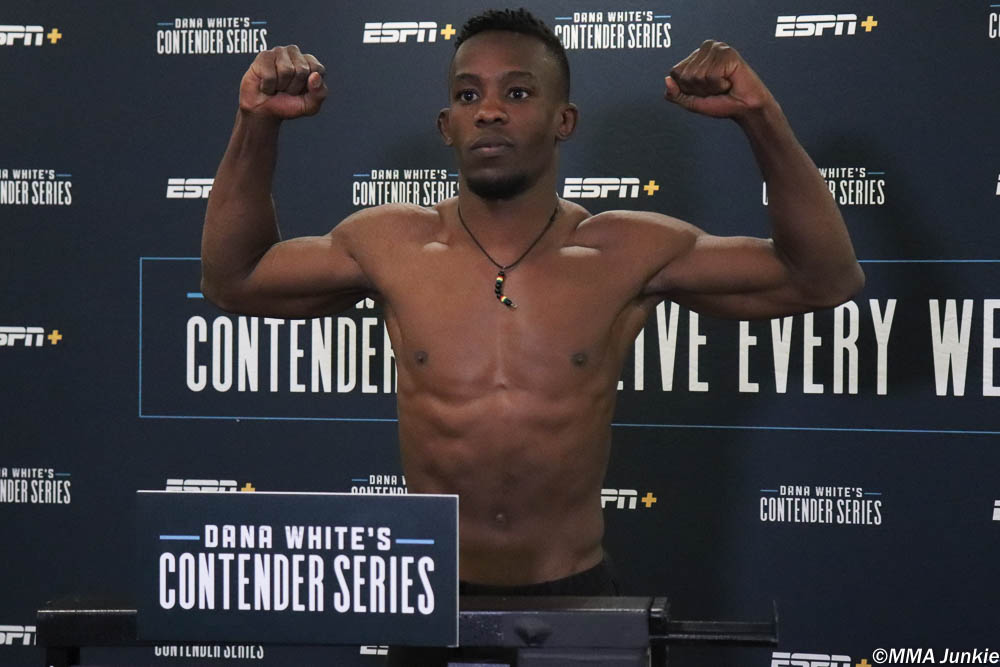 #DWCS 20 results: Ode Osbourne (@OdeOsbourne) def. Armando Villarreal via verbal submission (armbar) – Round 1, 4:39  Full results: http://bit.ly/2JCecNP