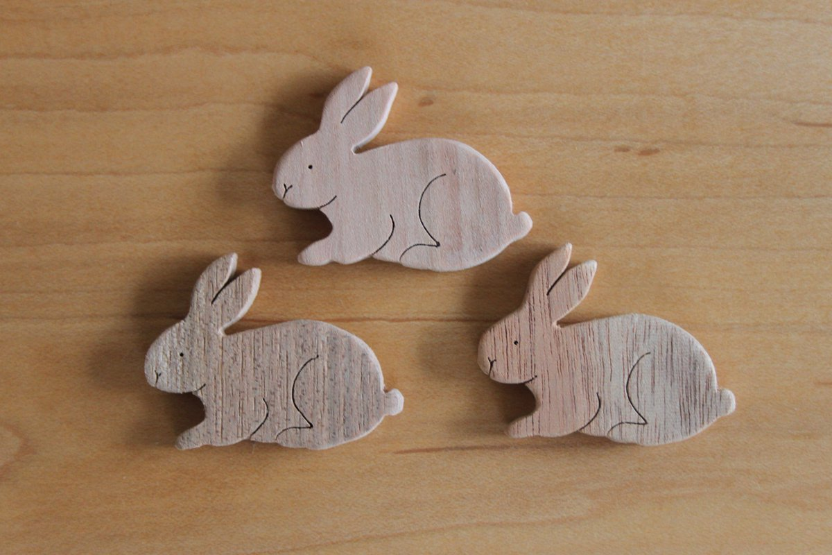 ウサギ オイル塗布前  人気のある座っている可愛らしいウサギをカットしました。  #ウサギ #動物 #ハンドメイド #木製 #人気 #可愛い #桜 #胡桃 #マホガニー