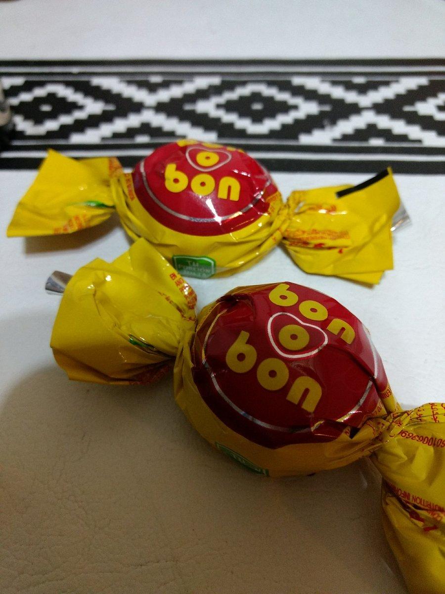 Ella me trajo dos bombones #Terror  Que me pedirá? 😂😂😂