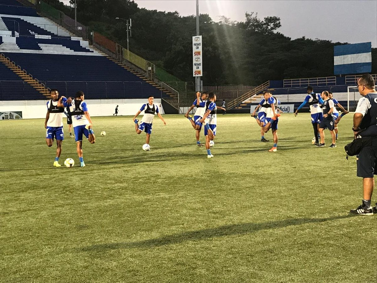 La selección sub-23 de Honduras también realizó el reconocimiento de cancha en el Estadio Nacional de Fútbol este martes previo a su partido contra Nicaragua. #Catrachos #UNCAF