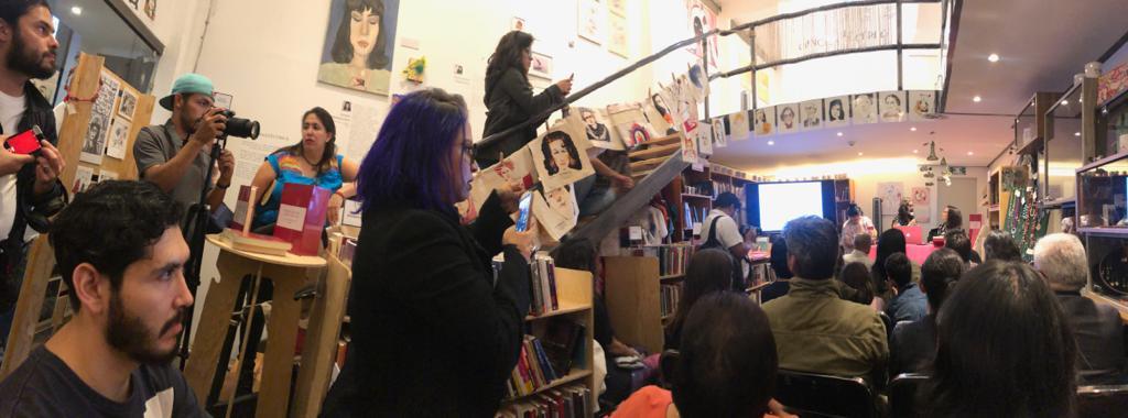 ¡Librería U-Tópicas llena en la presentación del libro, fichero y suajado «Permanente obra negra», con @zingarona y @surplusera! #SaltaConNosotros