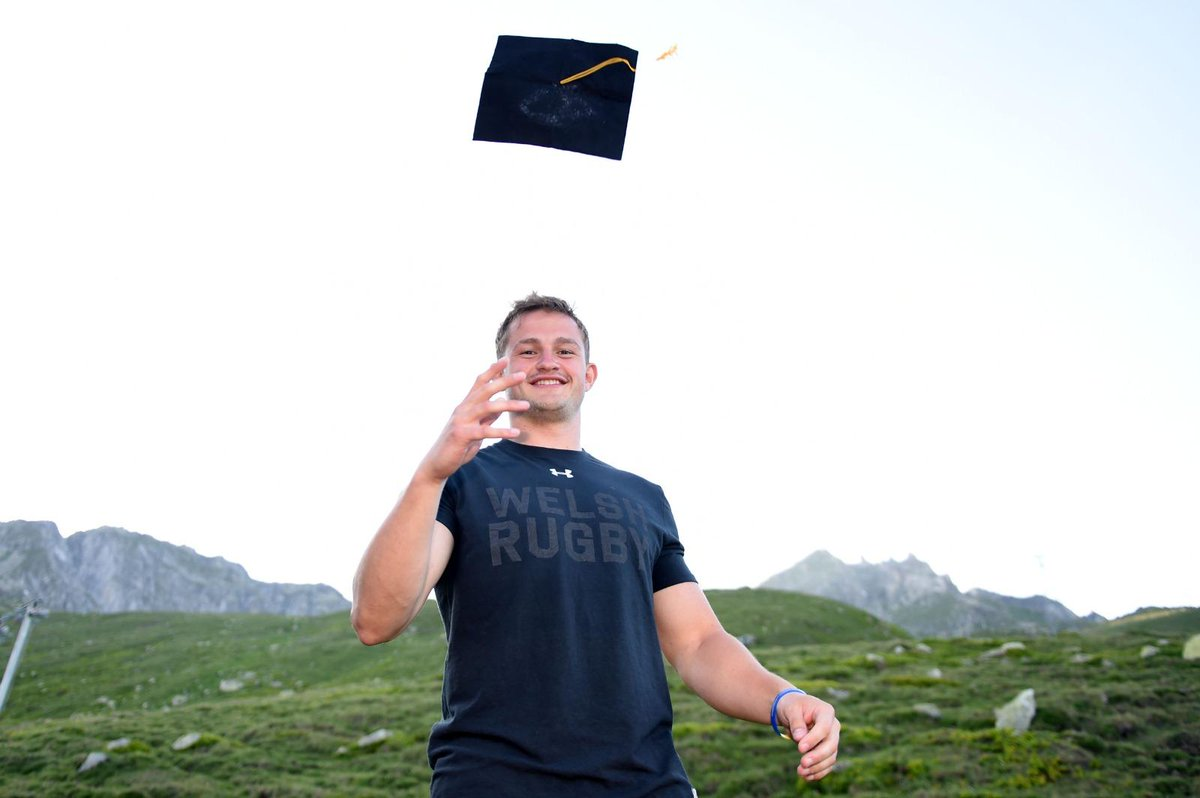 @Hallam_Amos couldn't attend his @cardiffuni graduation this week due to Wales' training camp in Switzerland... so his teammates decided to bring graduation to Hallam.  A First Class Degree in Neuroscience (BSc). What an achievement  #CardiffGrad<br>http://pic.twitter.com/LnHrWyoyQe