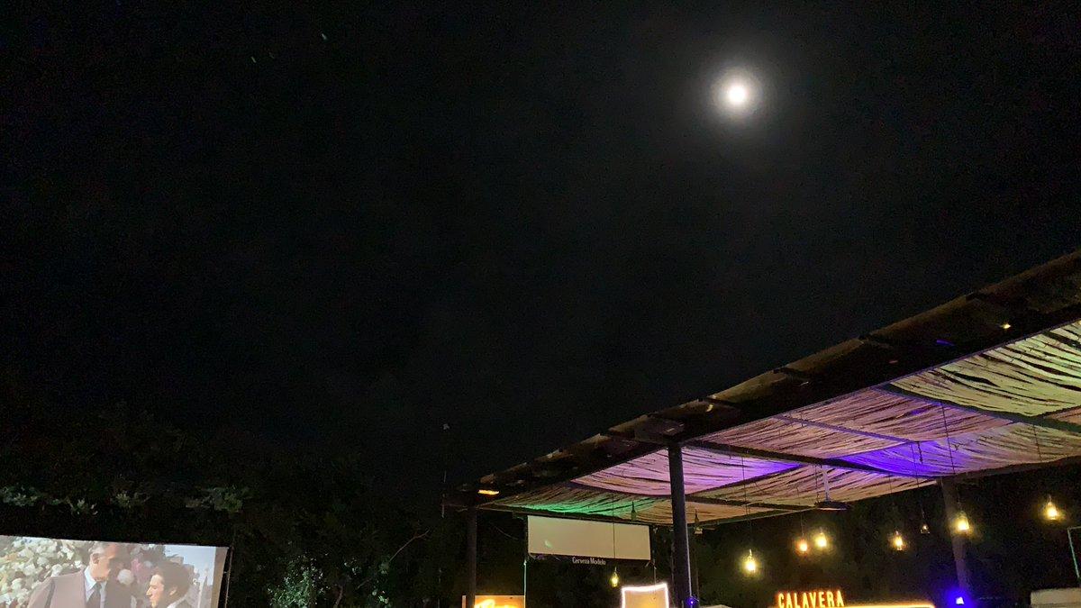 Noche de luna llena, la humedad muy presente. #amma #Cancun