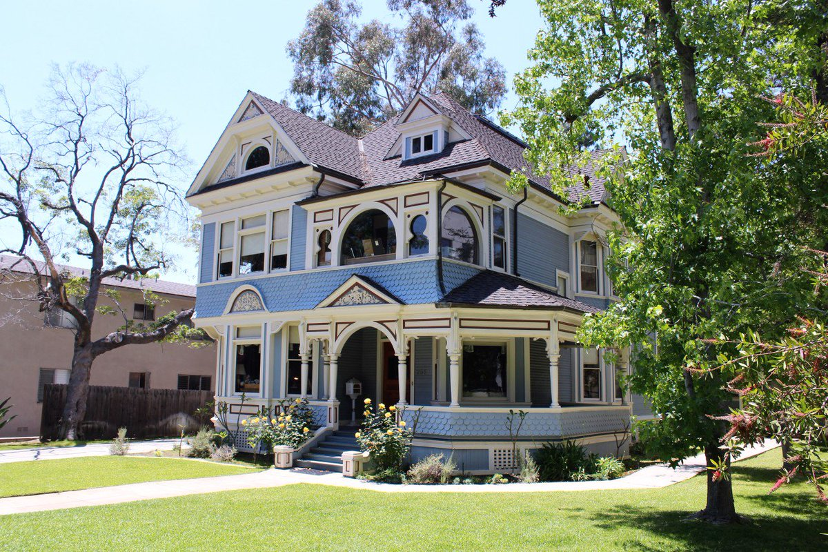With 16 historical districts packed into 23 square miles, #Pasadena has a wealth of incredible architecture, like this Victorian style home. Discover it all at visitpasadena.com/architectural-… #architecture #visitpasadena #victorianarchitecture #pastel #spring #architecturephotography