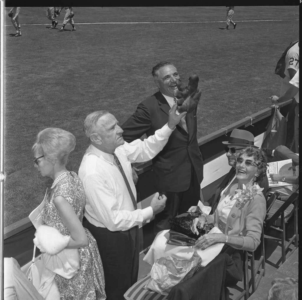 """Old Days""While he was in between jobs,HOF Mgr Casey Stengel acknowledges the crowd during the 1961 All Star Game at Candlestick Park.#SanFrancisco #MLB #HOF #Mets #Yankees #1960s https://t.co/Ih66YYUKyL"