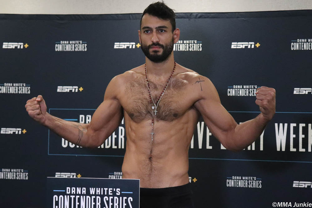 #DWCS 20 results: Antonio Arroyo def. Stephen Regman via submission (arm-triangle choke) – Round 2, 3:31  Full results: http://bit.ly/2JCecNP