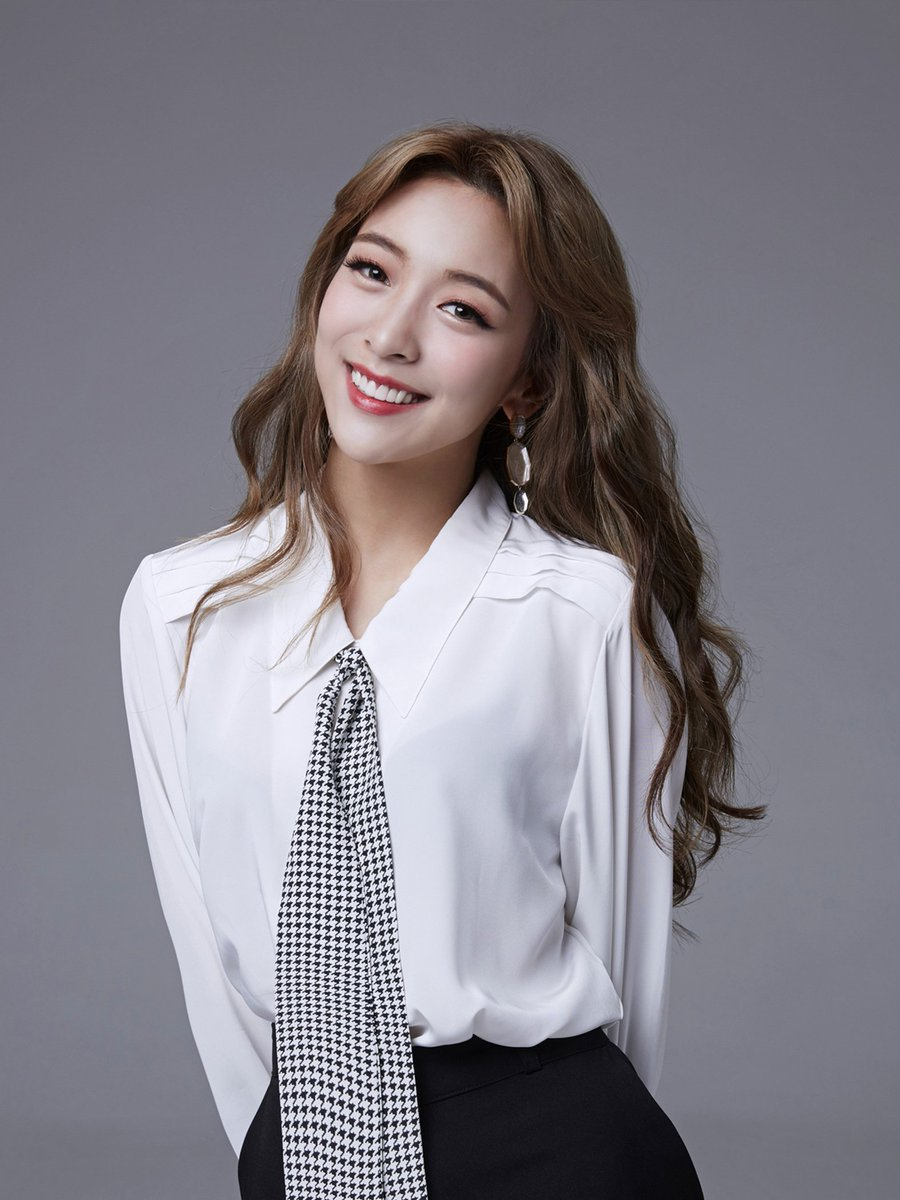 f(x) LUNA successfully wrapped up her first performance in the musical 'Mama Mia' yesterday in praises! Keep an eye on LUNA as she continues to wow you with her amazing acting potentials through the confident, adventurous 'Sophie'!   #LUNA #루나 #fx #에프엑스 #맘마미아 #MamaMia