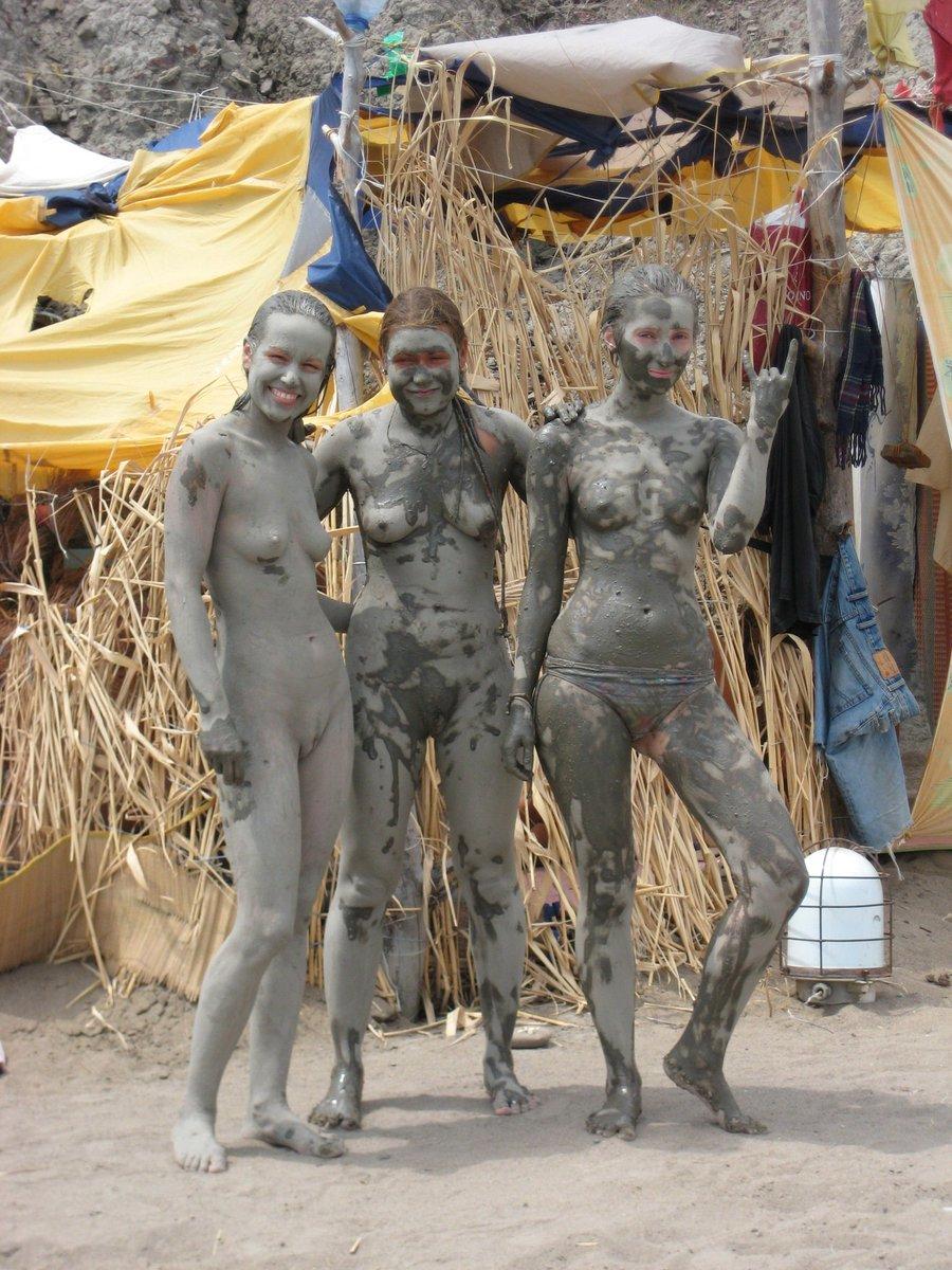 mud-bath-nudist