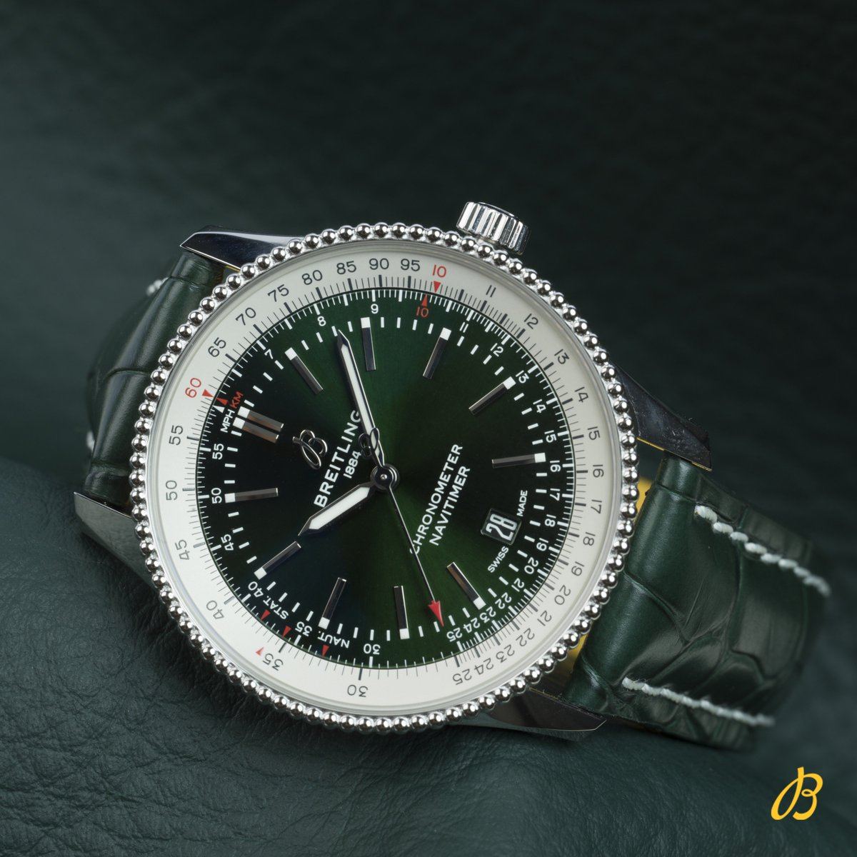 Stunning green dial for the Navitimer 1 Automatic 41 Middle East Limited Edition. The watch is limited to 250 pieces and now available accross the region. #breitling #navitimer #middleeast <br>http://pic.twitter.com/0FSJtxRd94