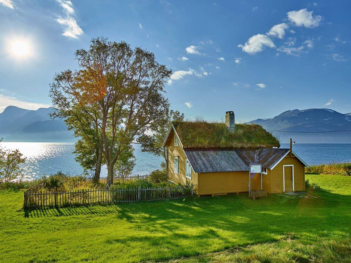 Arctic charm 😊 Gamslett Gård in Svensby, Lyngen. Photo Ørjan Bertelsen via @Lyngenfjord #Norway #travel #north #museums @Northern_Norway