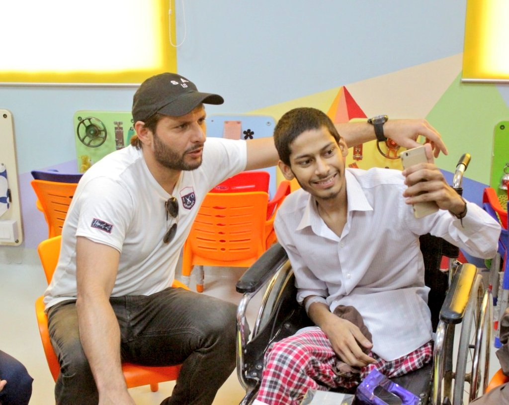 "- Sad to announce that ""Awais"" is no more with us... @indus_hospital and team tried their best but no one can stand against Almighty's will... Innalillah-wainnailehe-rajeun Thankyou @SAfridiOfficial for bringing a huge smile on his face by meeting him in #Karachi on his wish..."