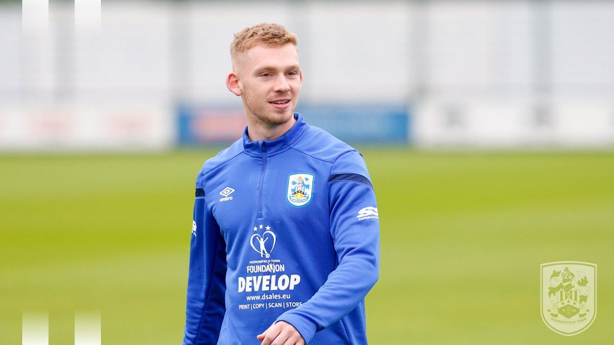 Great news that @Lewis_OBrien98 has put pen to paper on a new deal. Deserves it & he's performed well in pre-season. Clearly an up-and-coming talent who we look forward to seeing make his first-team debut in the C'ship. @Jeppy1908 @charlierobs14 @SeanMJarvis @gilly2912 #htafc<br>http://pic.twitter.com/TcmYmbY8d3